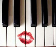 Reloaded twaddle – RT @KawaiPianos: Love your piano on #InternationalKissingDay  #KAWAI #piano http...