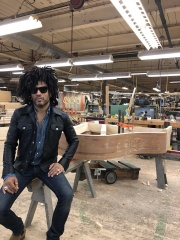 Reloaded twaddle – RT @LennyKravitz: Queens, NY at the @SteinwayAndSons piano factory. https://t.co...
