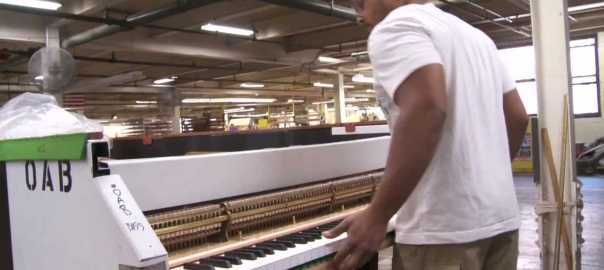 Up to 20 layers of maple and mahogany veneers are used to create the shape of a Steinway grand, a design patented in 1878. Watch the process behind making our piano rims. #SteinwayFactoryFriday Full video➡️fal.cn/33Wgi